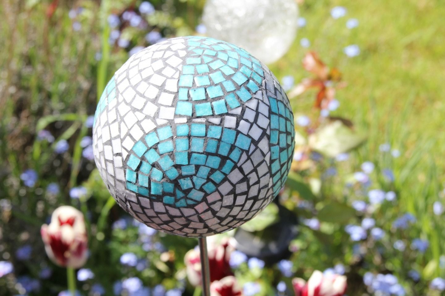 La Boule De Jardin Décorative En Mosaïque: Les Bleus De Mer ... concernant Boule Décorative Jardin