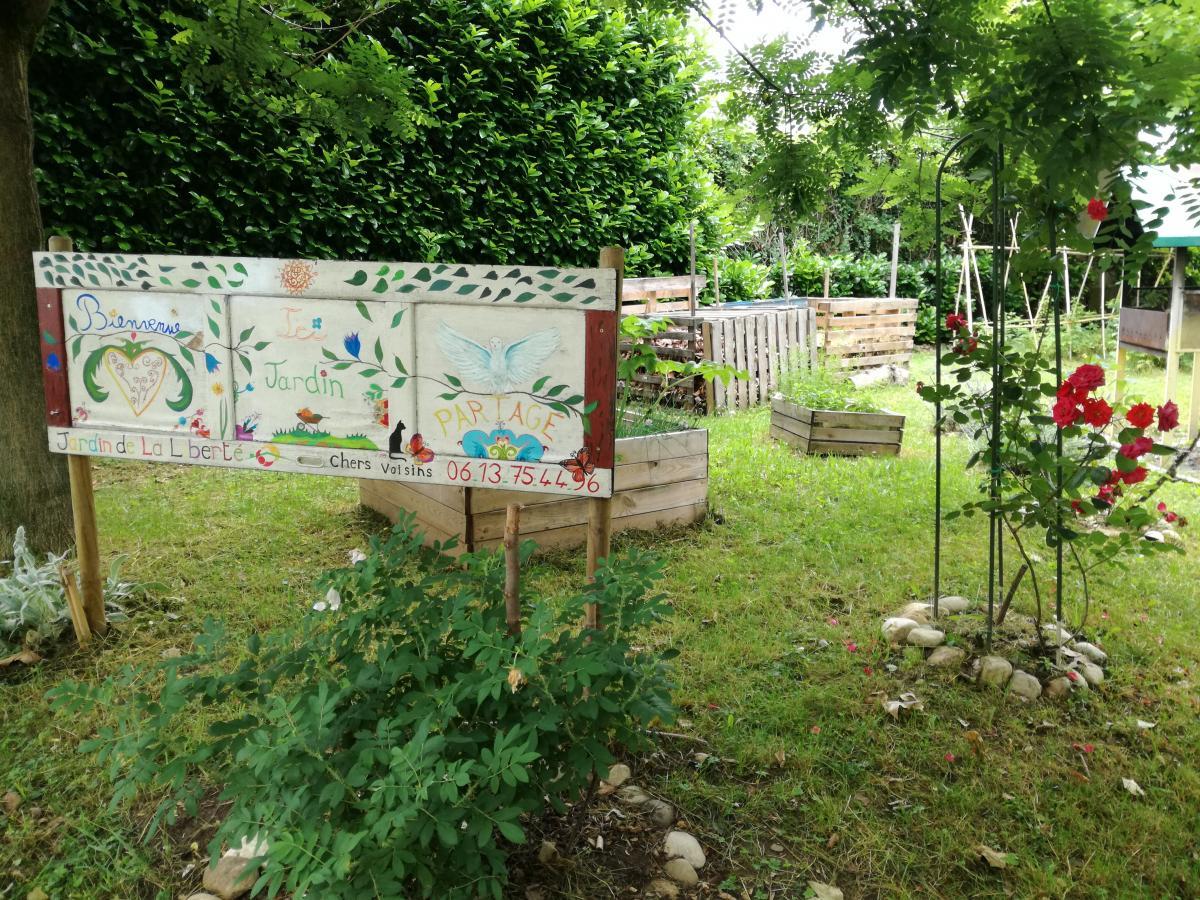 La Cabane Du Jardin Partagé Fait Peau Neuve | La ... encequiconcerne Cabane A Outil De Jardin