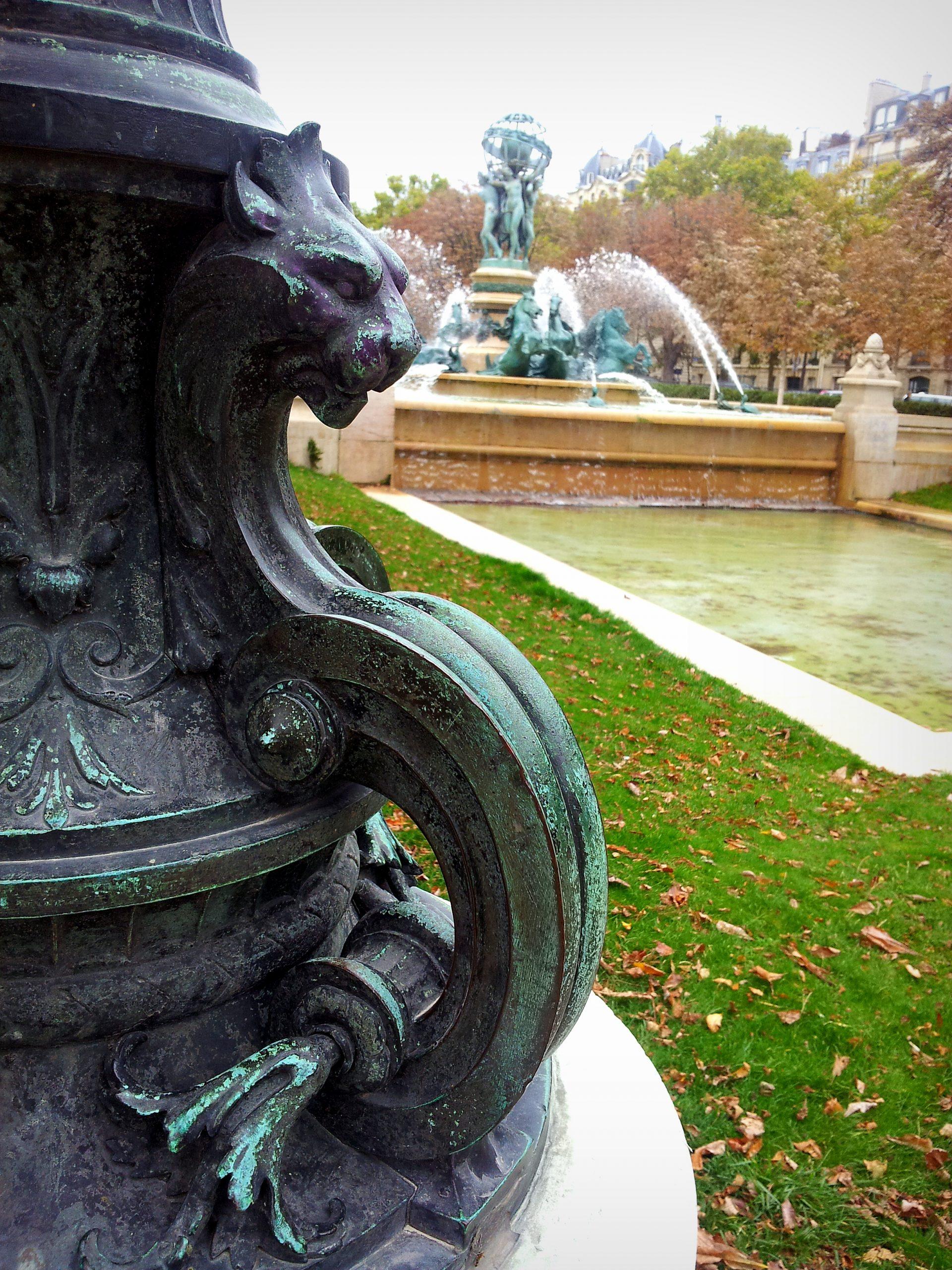 La Fontaine Du Jardin Marco Polo, Paris | World Of Paris avec Statue Fontaine De Jardin