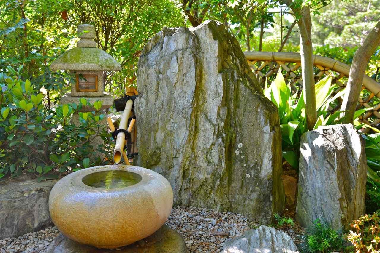 La Lanterne-Pierre Du Jardin Japonais serapportantà Lanterne Pierre Jardin Japonais