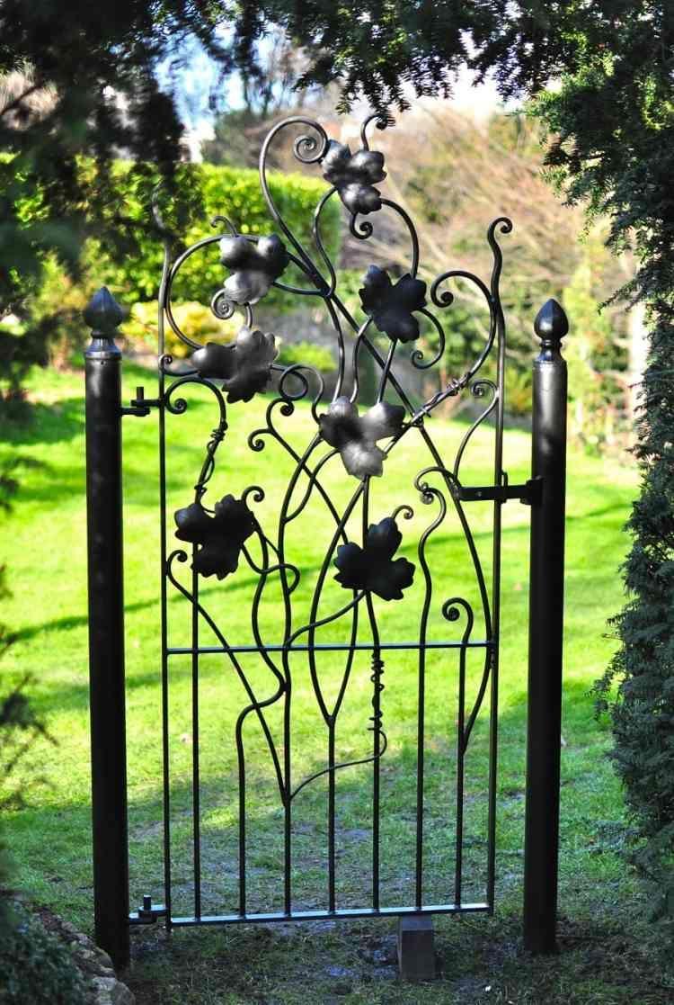 La Porte De Jardin Et Portail Nous Accueillent Avant ... tout Decoration De Jardin En Fer Forgé