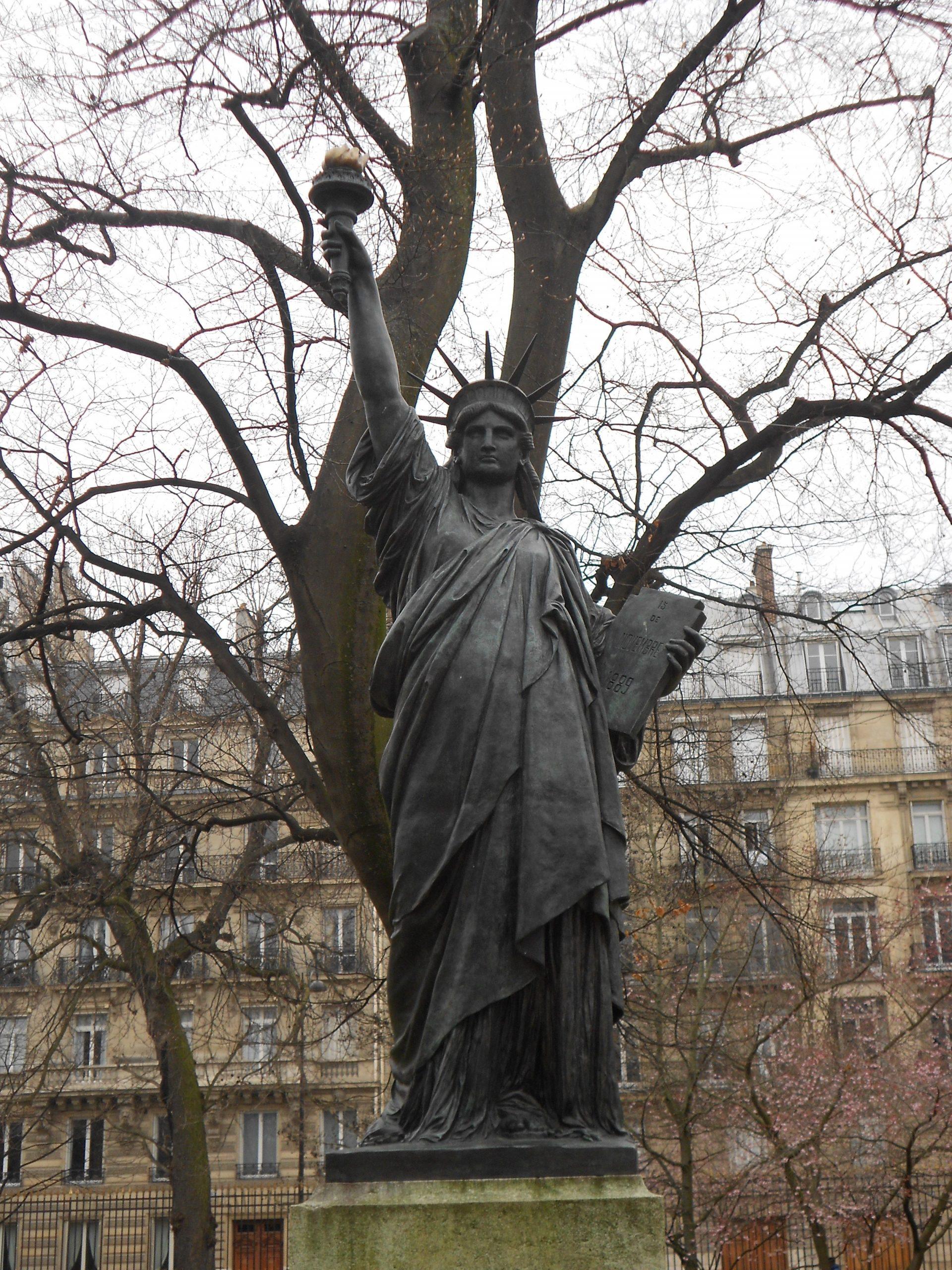La Statut De La Liberté Du Jardin Du Luxembourg   Jardin Du ... dedans Statut De Jardin