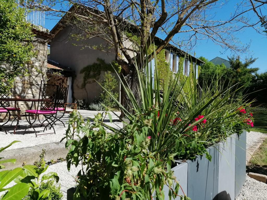 Le Gîte Du Jardin, Laragne, France - Booking dedans Serre De Jardin Carrefour
