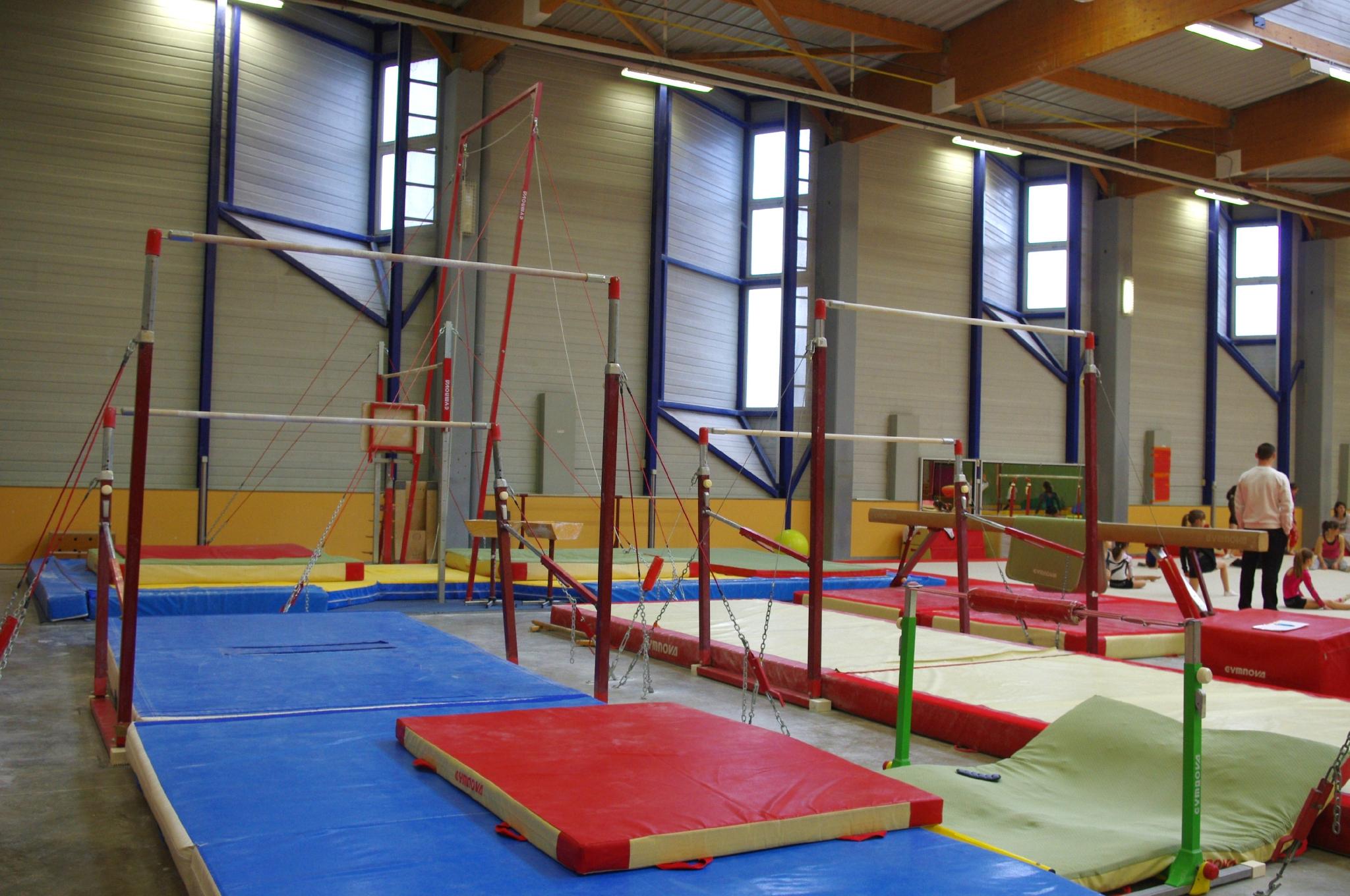 Le Gymnase Rene Jardin - Les Hirondelles De Villefranche ... tout Barre De Gymnastique Pour Jardin