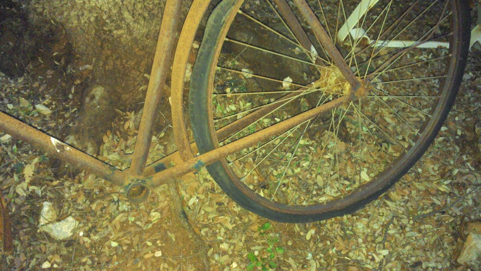 Le Vide Grenier De Didou La Brocante: Ancien Vélo Tout ... à Velo Deco Jardin