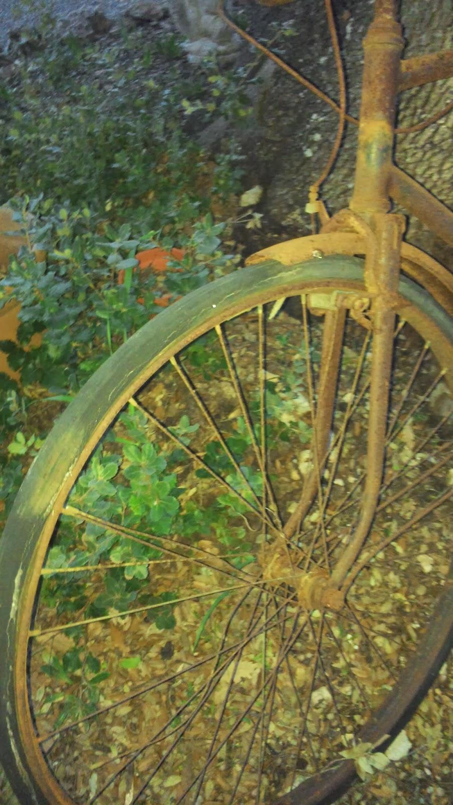 Le Vide Grenier De Didou La Brocante: Ancien Vélo Tout ... destiné Velo Deco Jardin