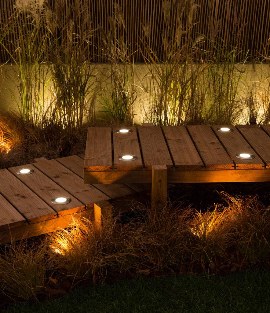 Les Éclairages Indispensables Pour Sa Décoration Extérieure ... serapportantà Eclairage De Jardin Leroy Merlin