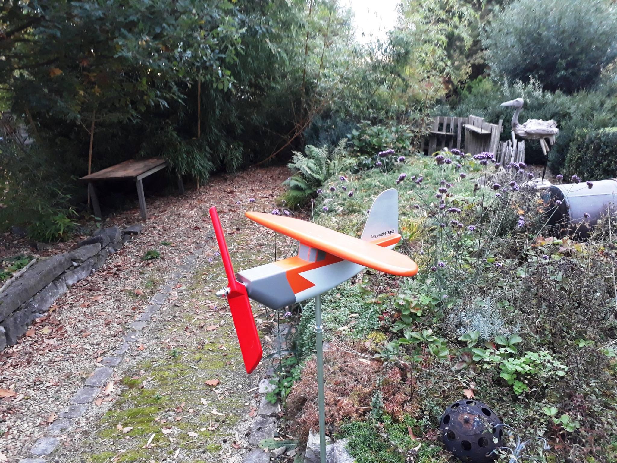 Les Girouettes D'angelo Avion Girouette Bois Vent Décoration ... dedans Girouette De Jardin