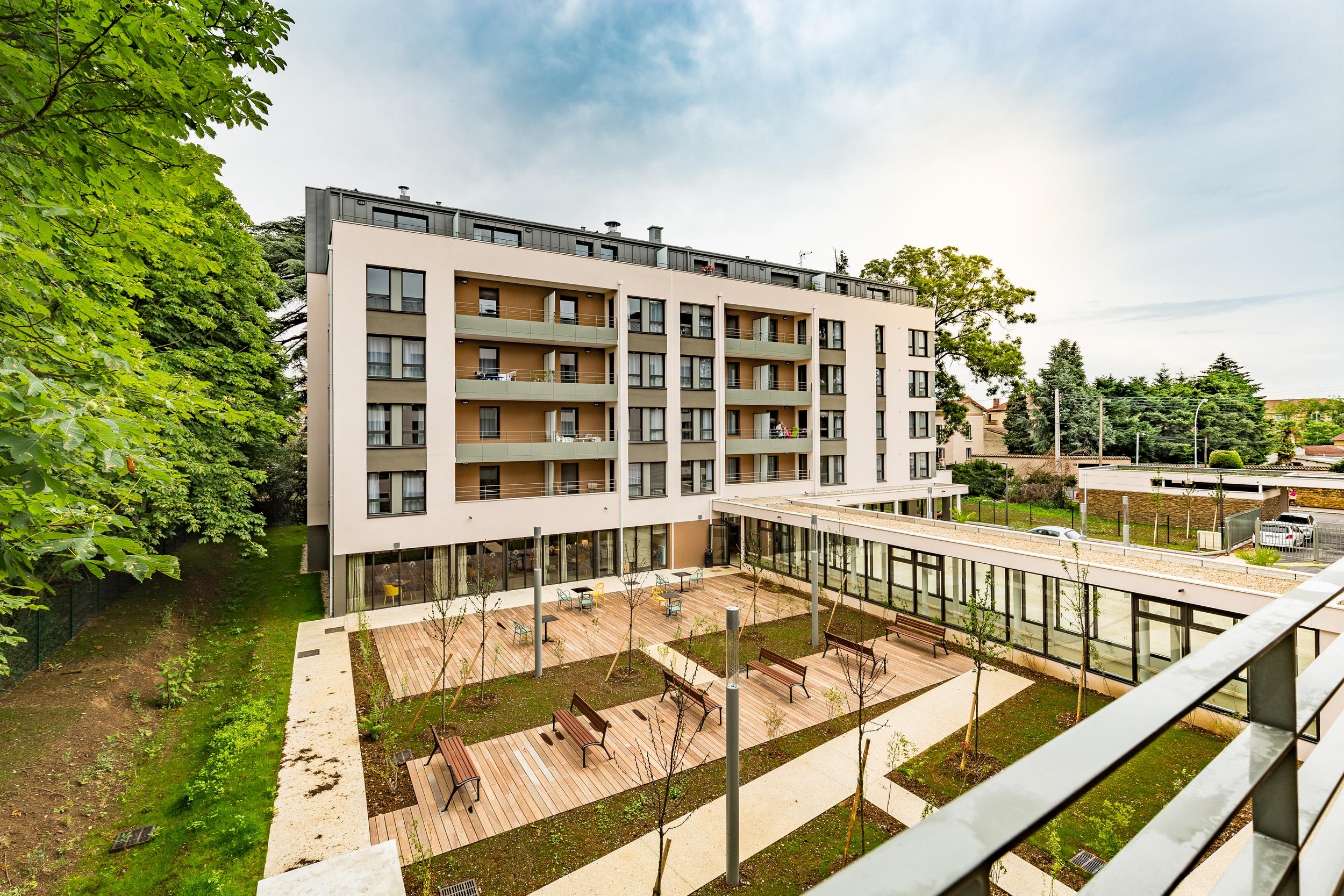 Les Jardins D Arcadie De Villefranche-Sur-Saone - Residence Le Clos Des  Cedres pour Tarif Les Jardins D Arcadie