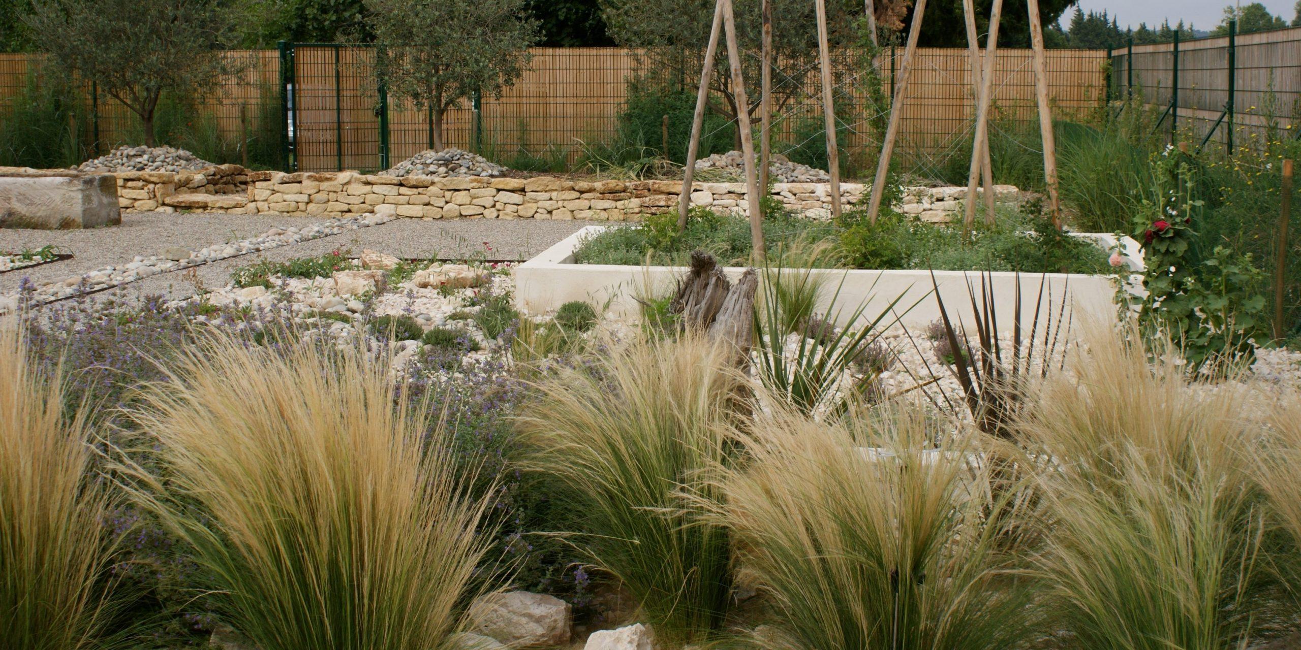 Les Jardins Secs Méditerranéens - Paysagiste Marseille, Aix ... intérieur Amenagement Jardin Avec Graminees
