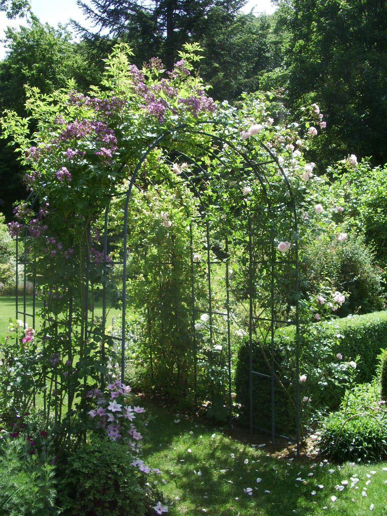 Les Premiers Arceaux Installés Au Jardin, À L'entrée Du ... avec Arceau Jardin