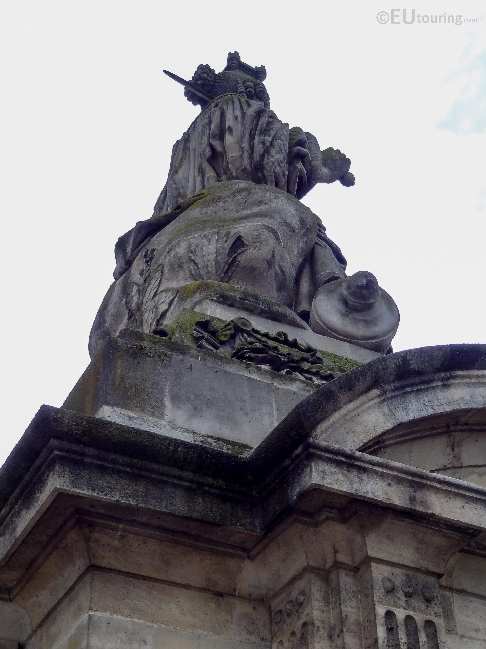 Lille Statue Inside Place De La Concorde - Page 1037 à Statue De Jardin D Occasion
