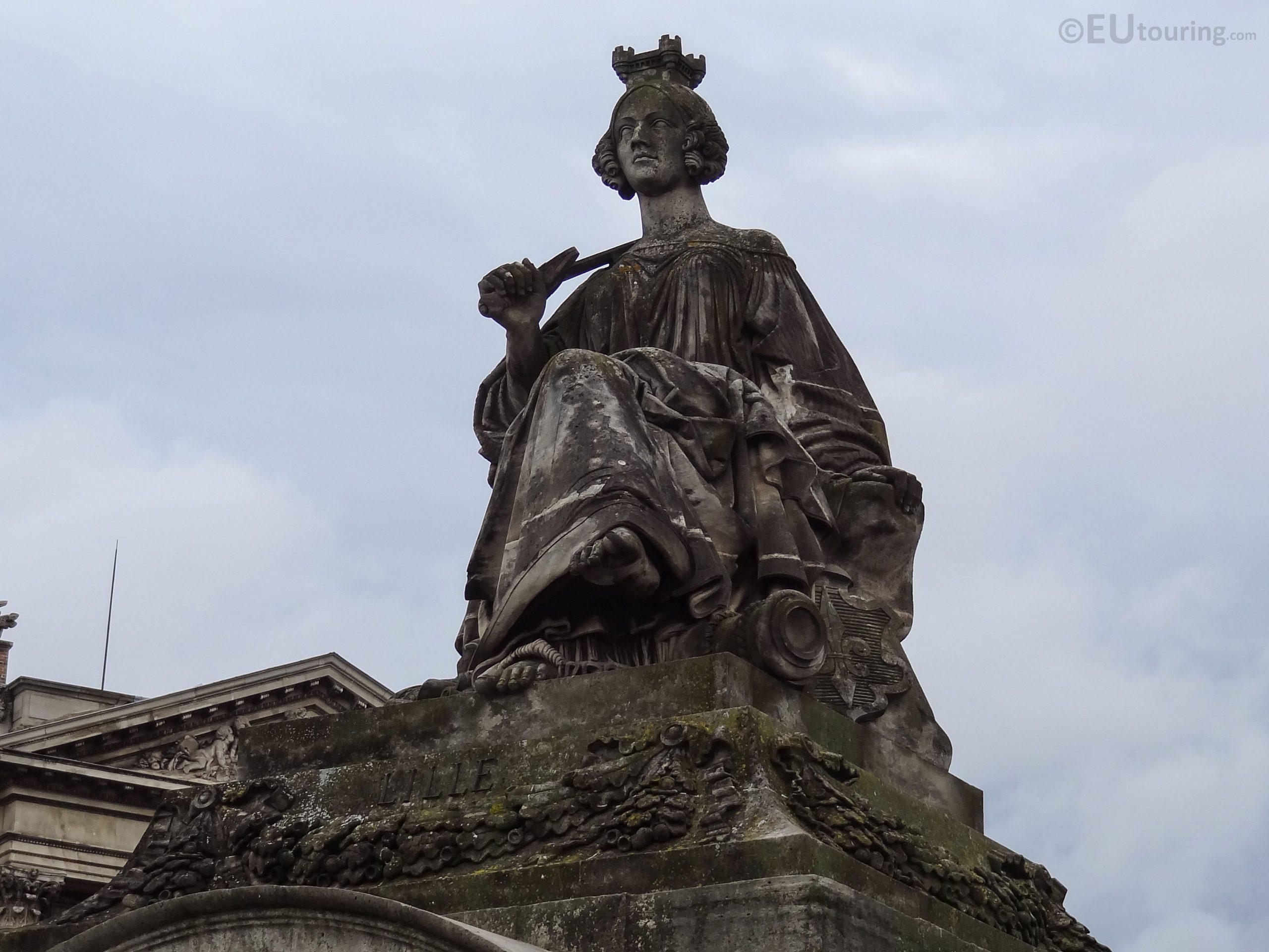 Lille Statue Inside Place De La Concorde - Page 1037 encequiconcerne Statues De Jardin Occasion