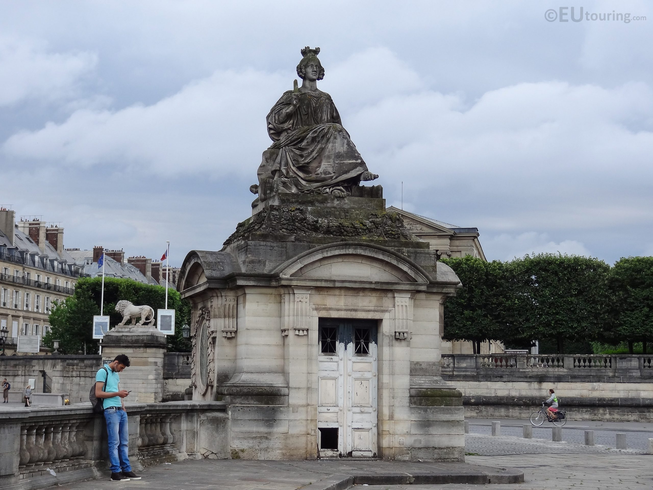 Lille Statue Inside Place De La Concorde - Page 1037 serapportantà Statue De Jardin D Occasion
