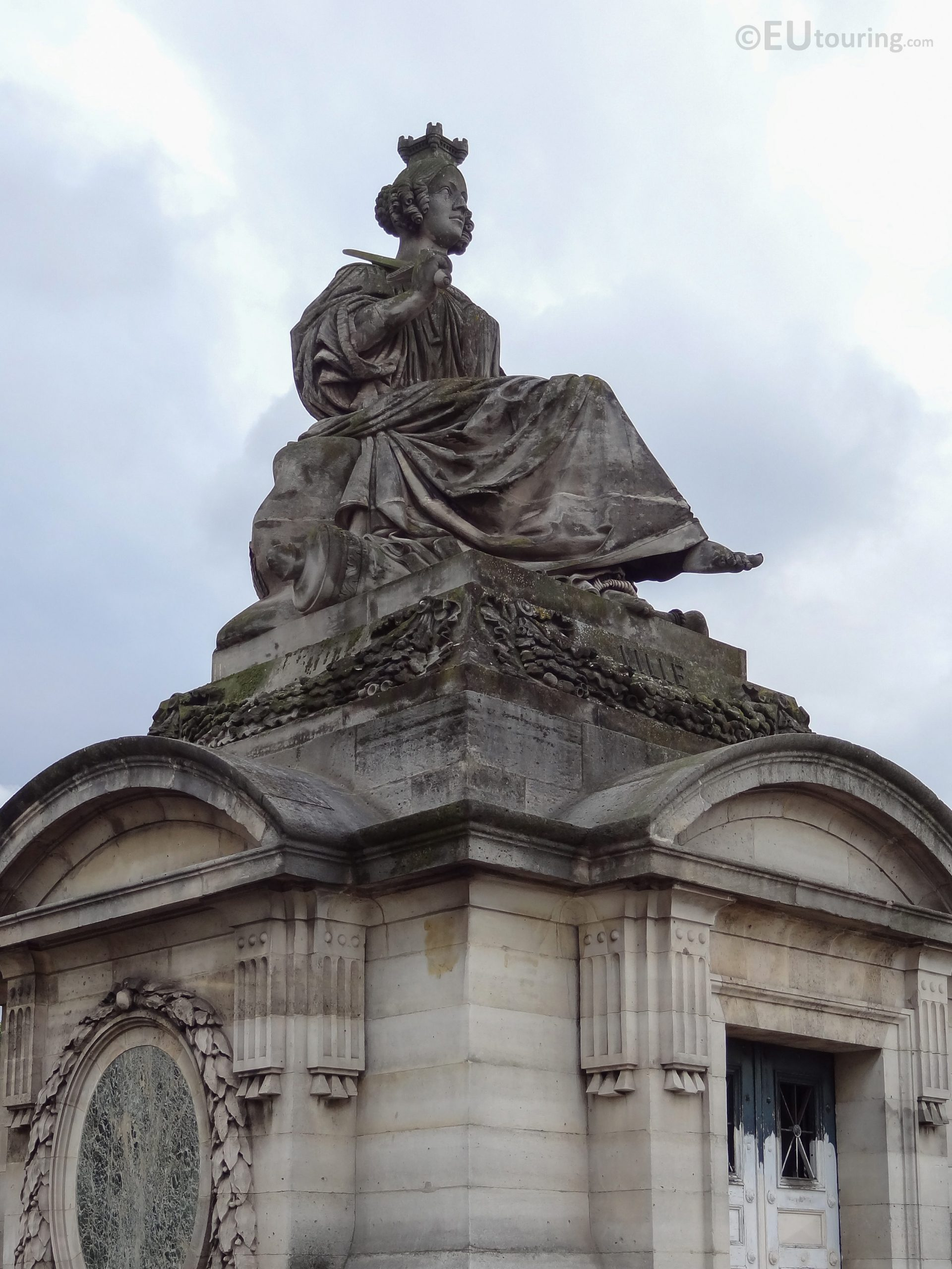 Lille Statue Inside Place De La Concorde - Page 1037 tout Statues De Jardin Occasion