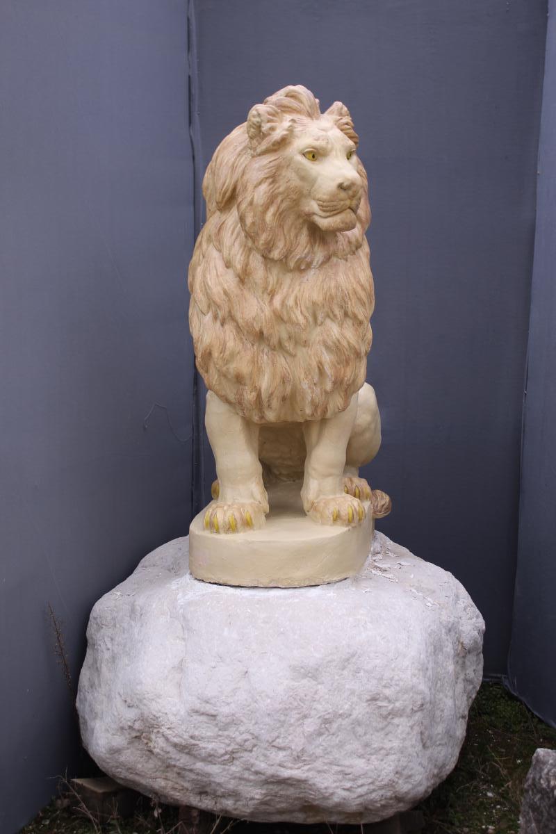 Lion En Pierre Reconstituée Sur Rocher - Antiquités Du ... encequiconcerne Lion En Pierre Pour Jardin