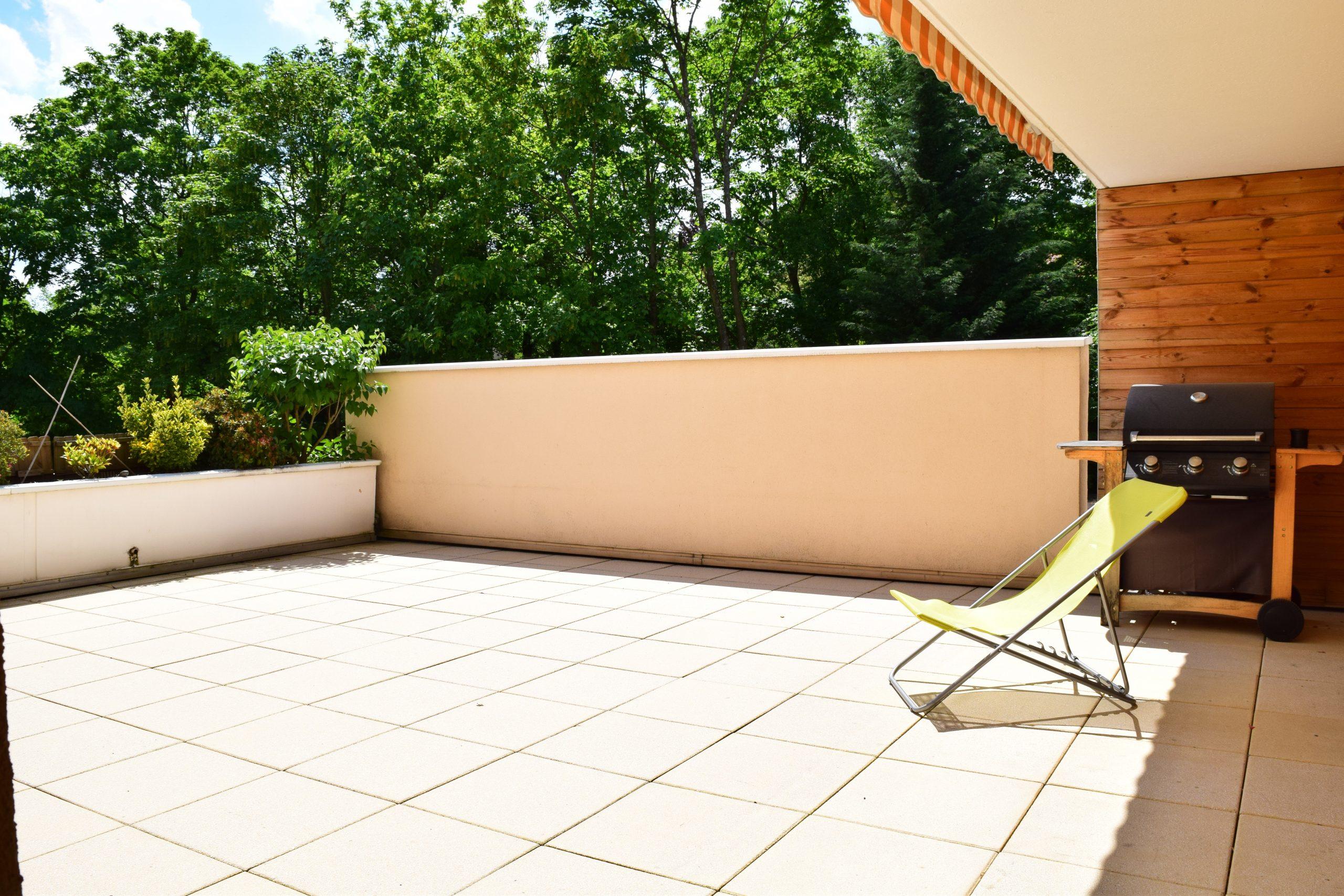 Location Appartement T4 Avec Terrasse Charbonnières Les ... destiné Location Rez De Jardin Lyon