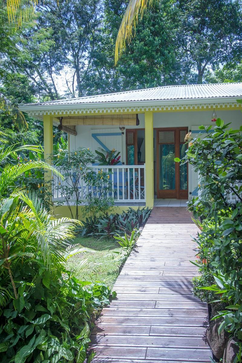Location De Gîte À Deshaies En Guadeloupe - Au Jardin Des ... tout Au Jardin Des Colibris