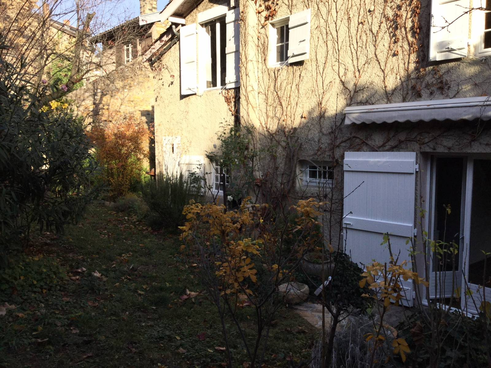 Location Maison T5 Lyon 5Ème Montée Du Gourguillon Maison De ... serapportantà Location Rez De Jardin Lyon