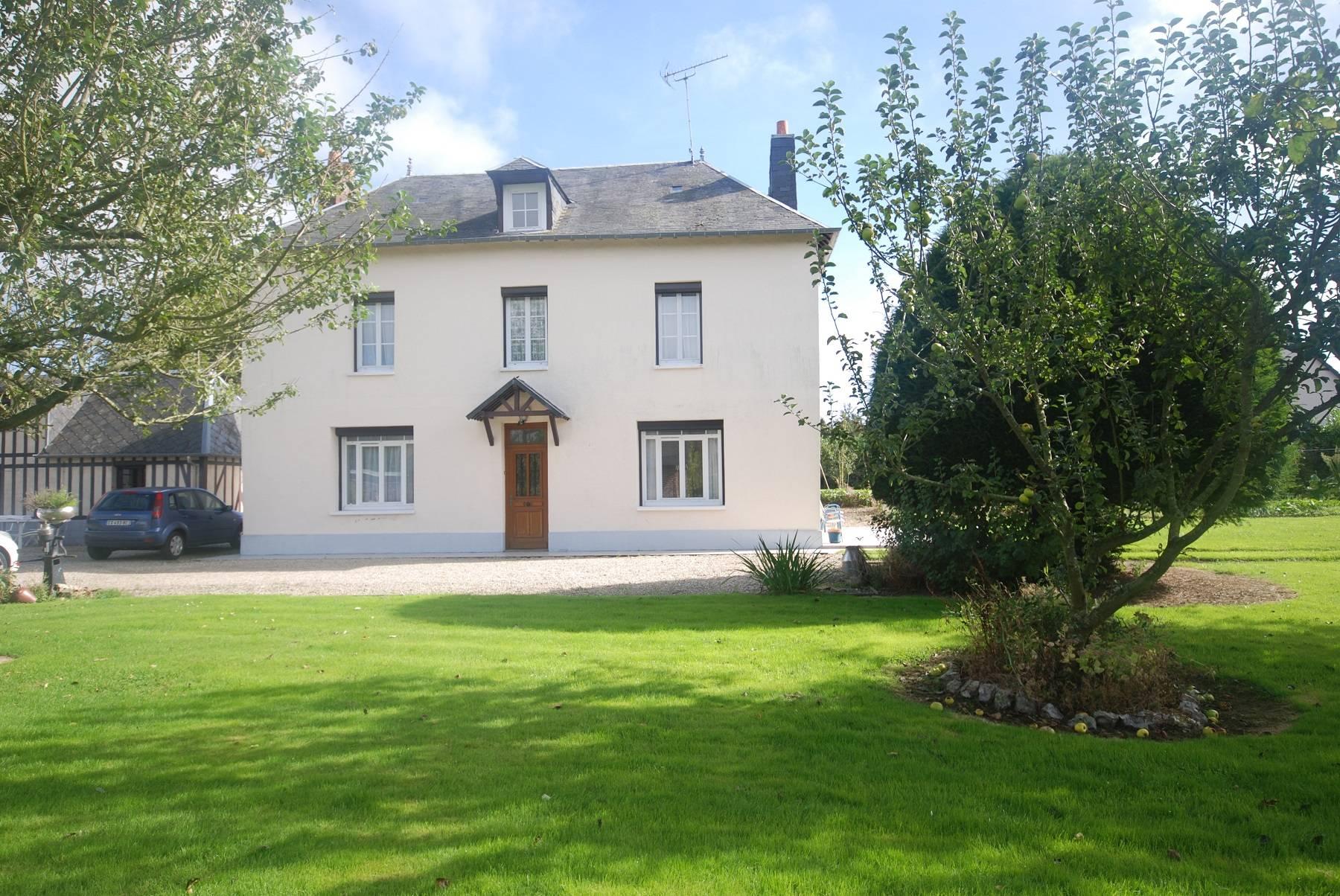 Location Pavillon Traditionnel 3 Pièces Dans Un Village ... dedans Maison Avec Jardin A Louer