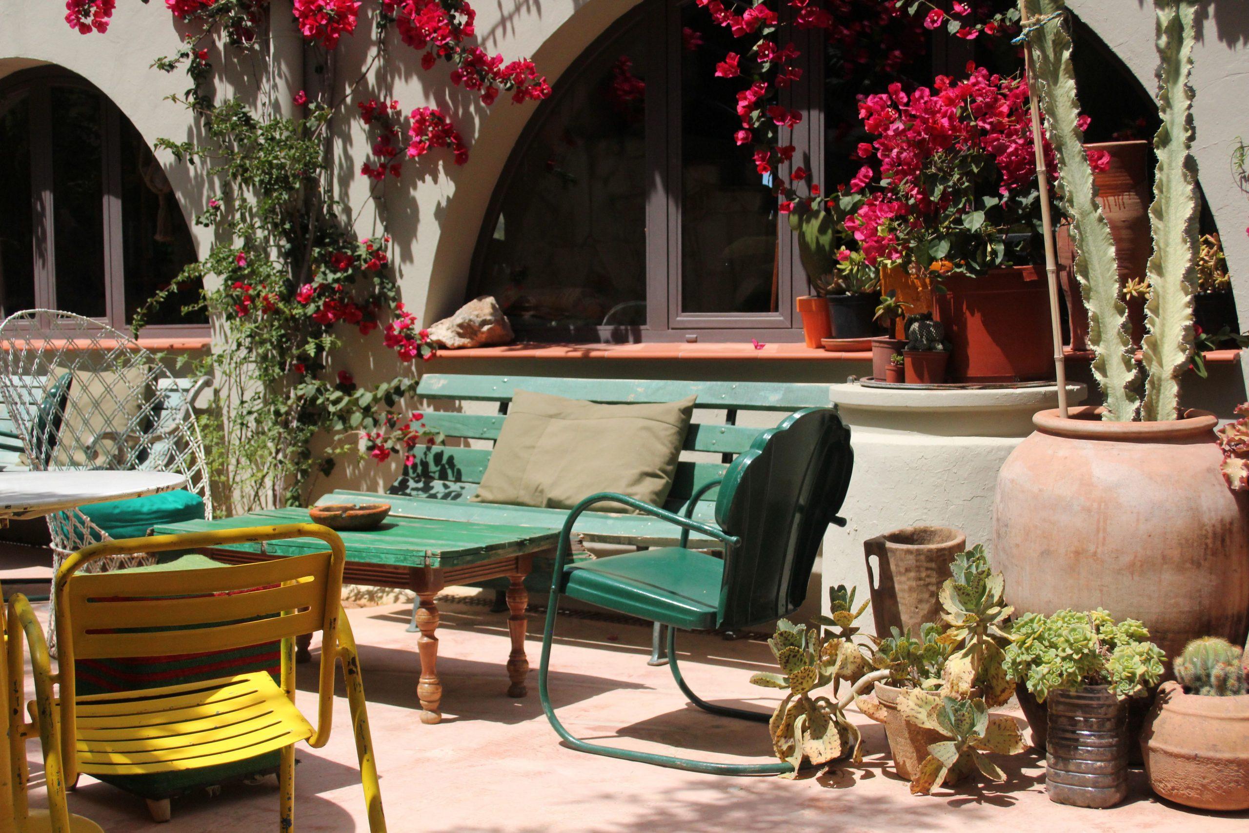 Los Enamorados Hotel - Ibiza / Green Sofa / Yellow Chair ... intérieur Salon De Jardin D Occasion