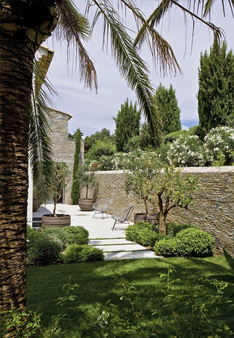 Maison Provençale Contemporaine | Jardins Bucoliques En 2019 ... à Amenagement Petit Jardin Mediterraneen