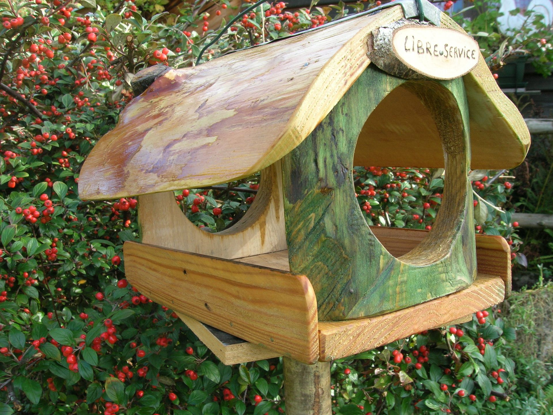 """Mangeoire """" Libre Service"""" Oiseaux Des Jardins, Cadeau De ... à Abri Oiseau Jardin"""