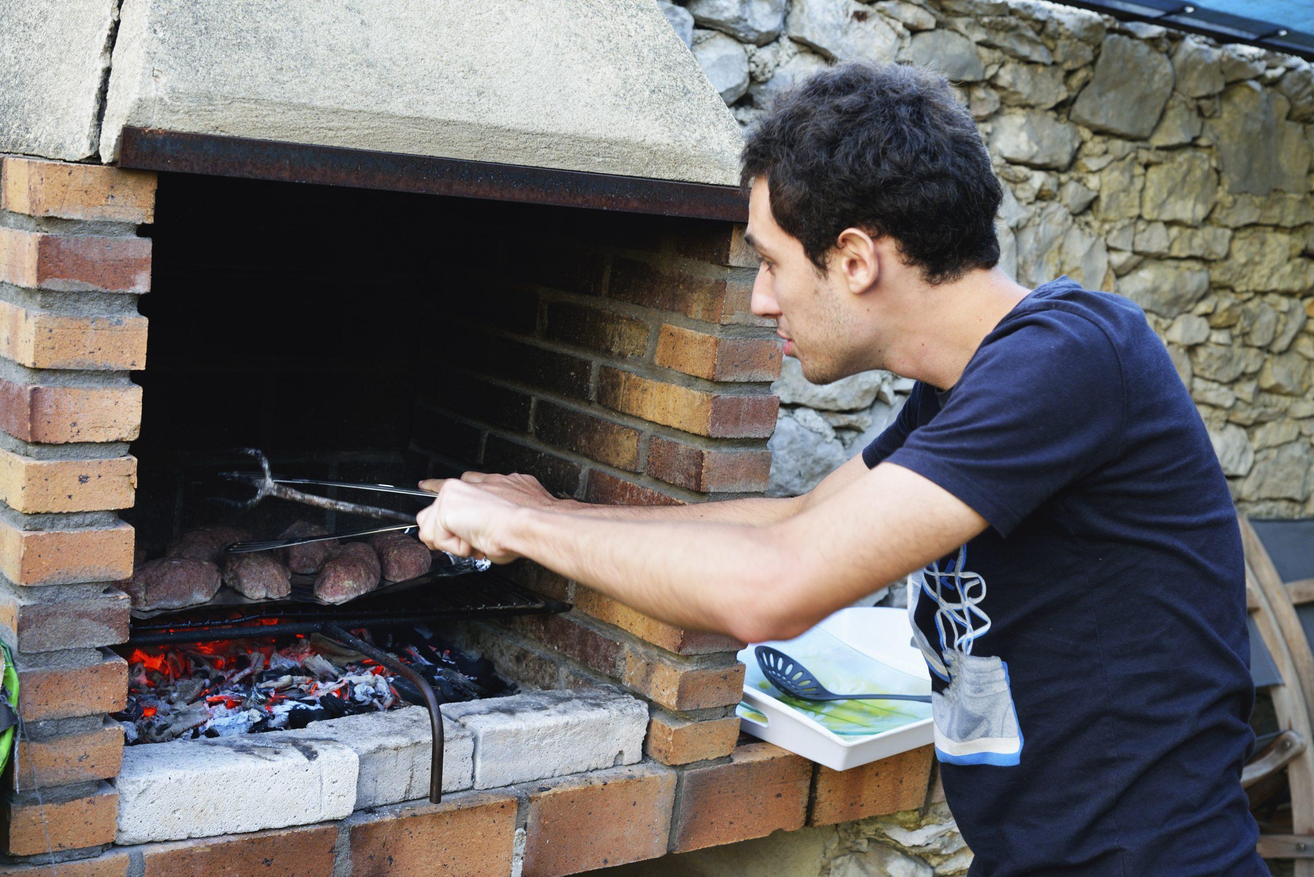Marche À Suivre Pour Fabriquer Un Barbecue En Béton Cellulaire encequiconcerne Barbecue De Jardin En Brique