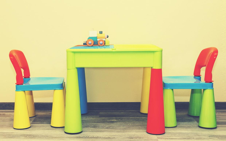 Meilleure Table Enfant : Idées, Conseils Et Modèles Sympas avec Maison De Jardin En Plastique