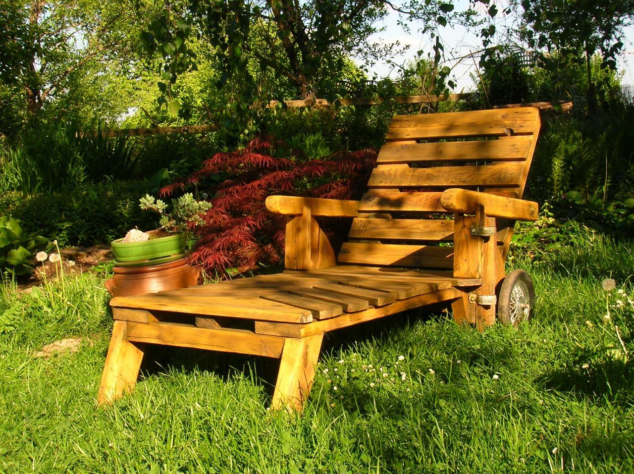 Mobiliers De Jardin Construits En Palettes Recyclées. Gestes ... tout Fauteuil De Jardin En Bois De Palette