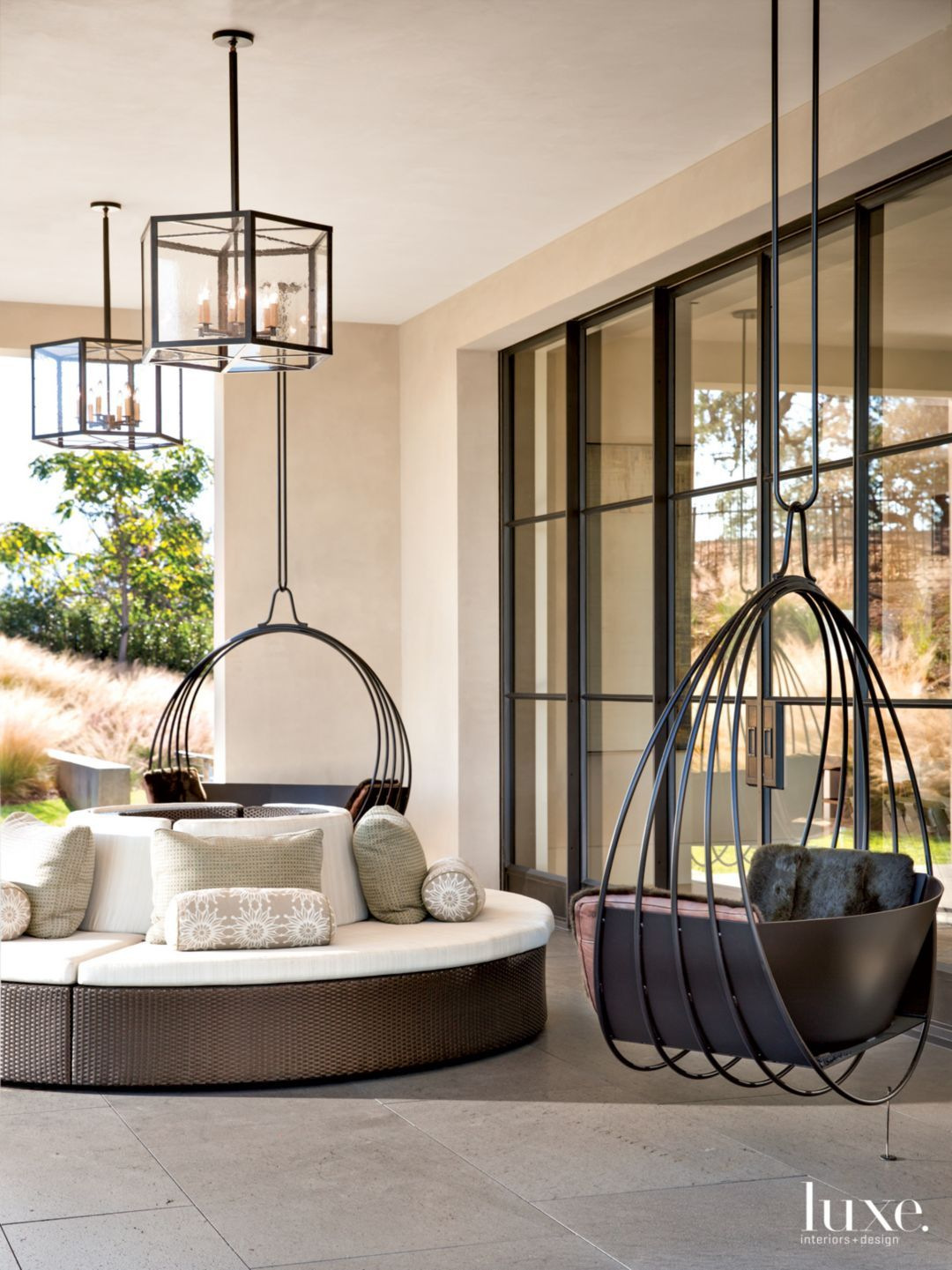 Modern Outdoor Seating From Top-Like Seats That Twirl Around ... concernant Salon De Jardin Design Luxe