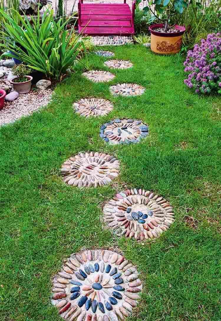 Mosaïque Décorative En Galets – 35 Idées De Déco De Jardin ... destiné Galet Decoration Jardin