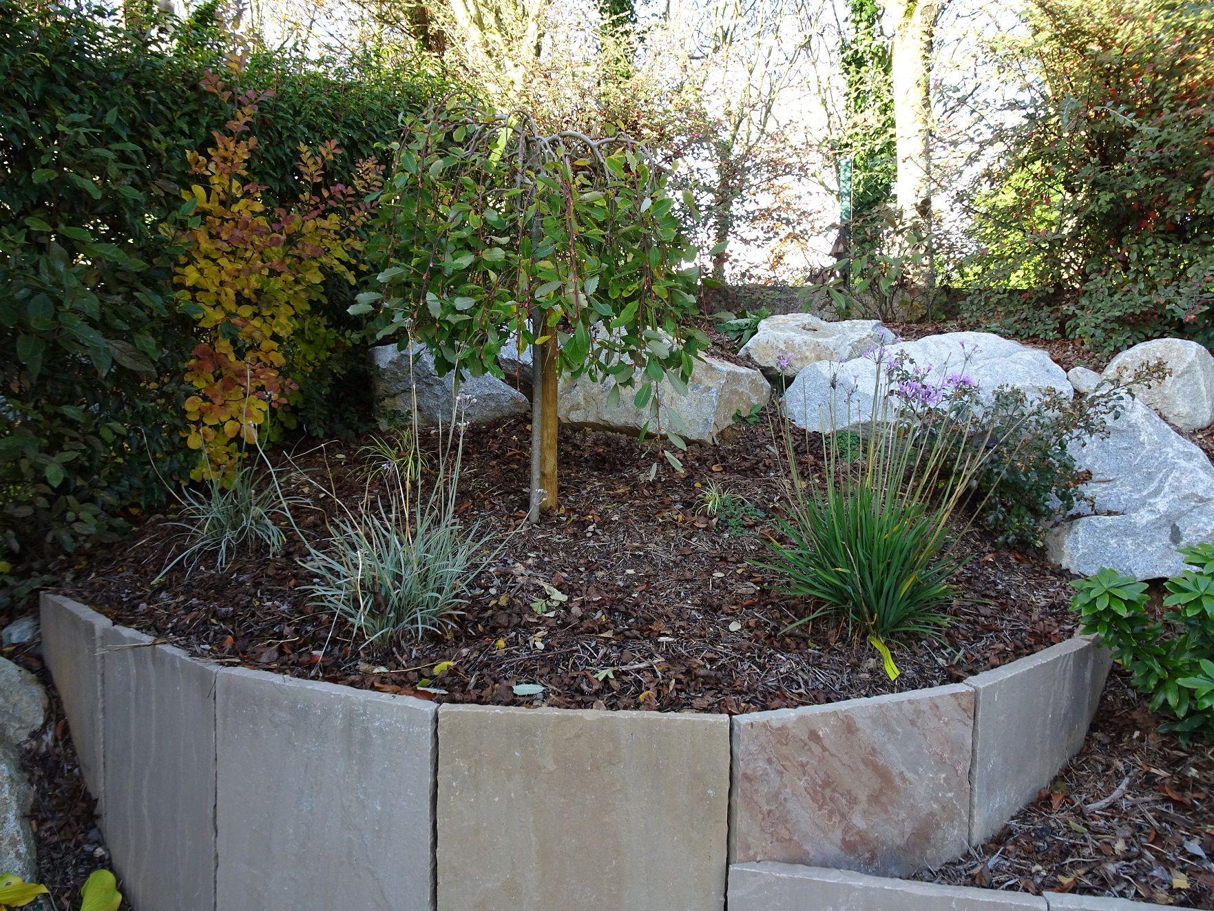 Muret De Soutènement En Ardoise Paillage Naturel Écorce ... intérieur Ecorce De Jardin