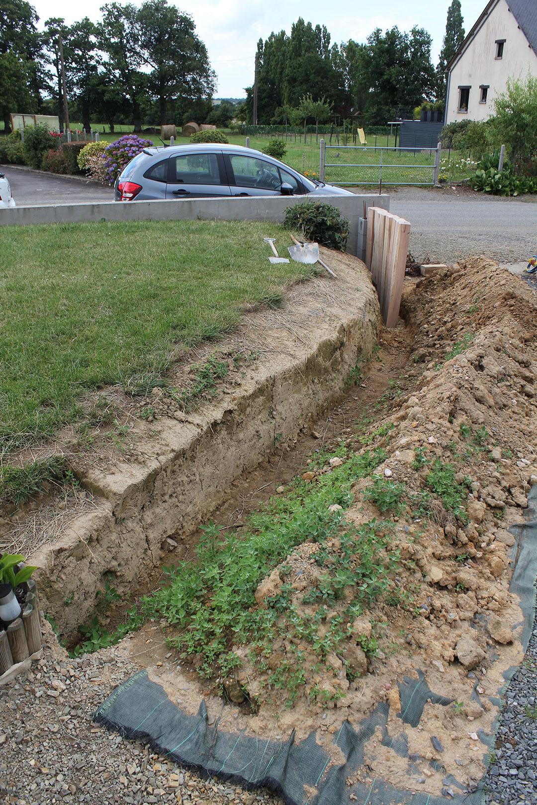 Muret De Soutènement En Traverses De Chêne   La Triskeline tout Traverses De Chemin De Fer Pour Jardin
