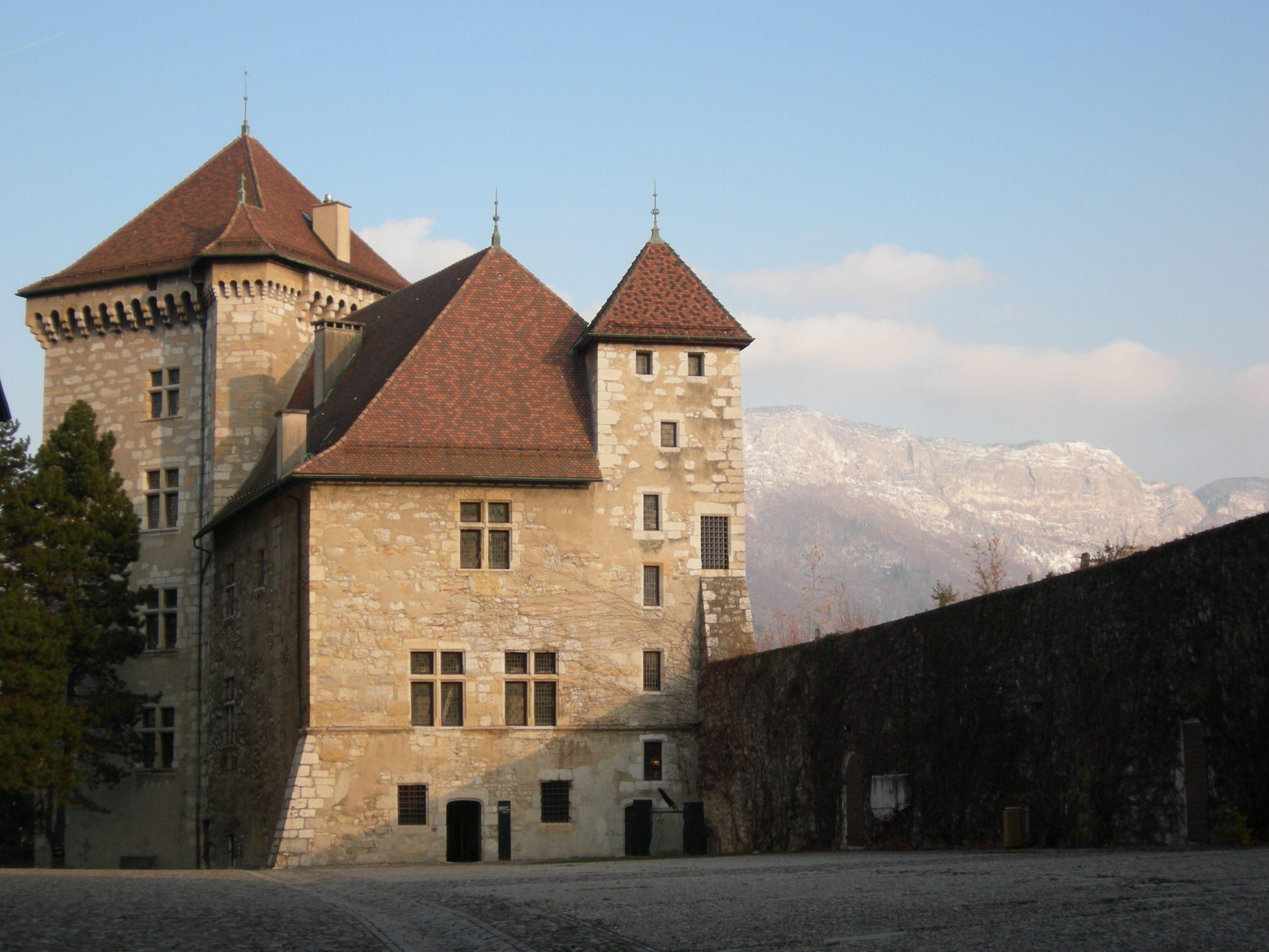 Musée-Château D'annecy pour Les Jardins Du Château Annecy