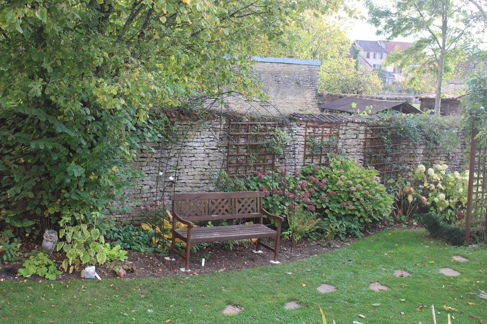 Notre Jardin Secret.: Une Arche En Fer À Béton concernant Arche De Jardin En Fer