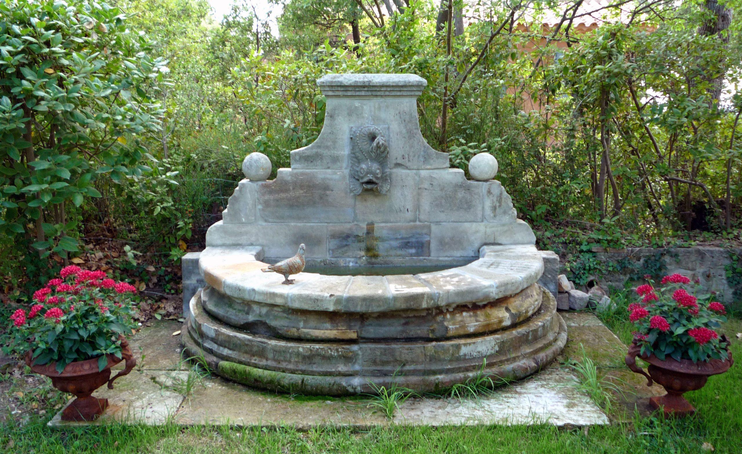 Nous Sommes Fabricants De Fontaines De Jardin En Pierre ... avec Fontaine Naturelle Jardin