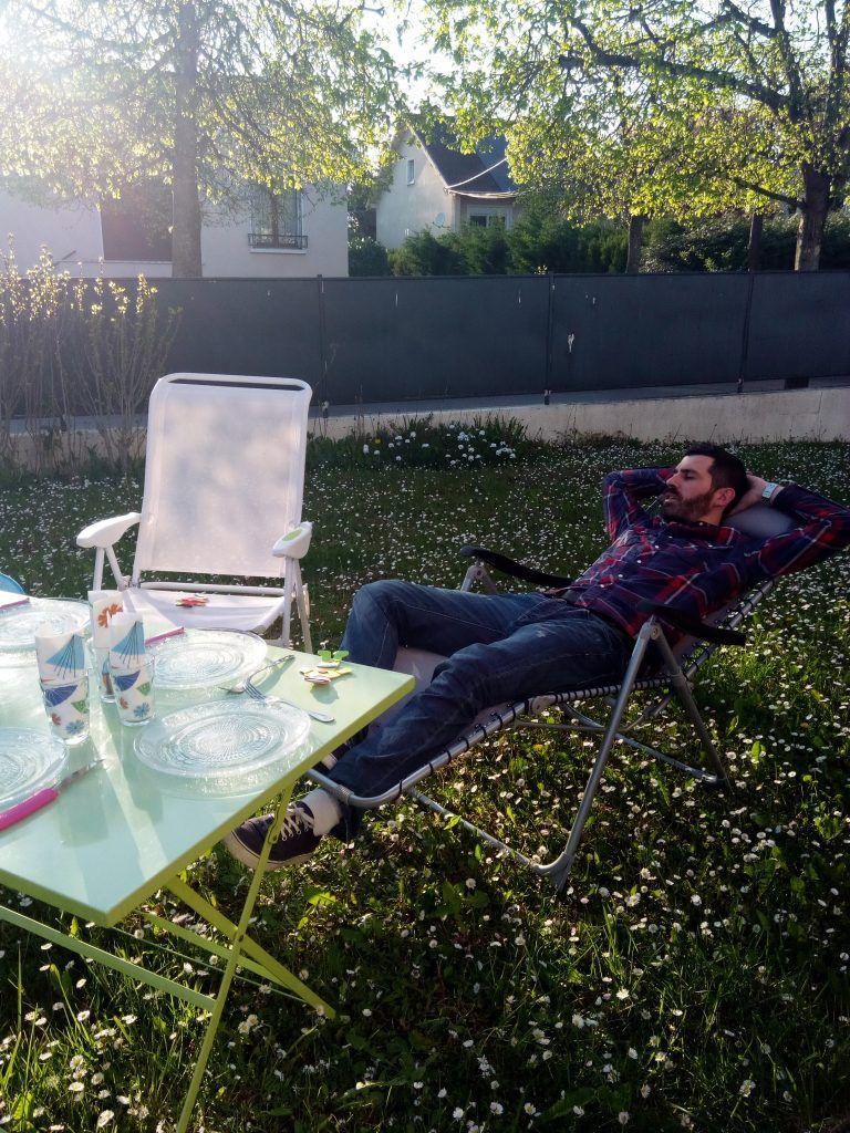 On Profite Du Soleil Chez @yeahyeahgirl Avec Le Mobilier De ... destiné Table De Jardin Babou