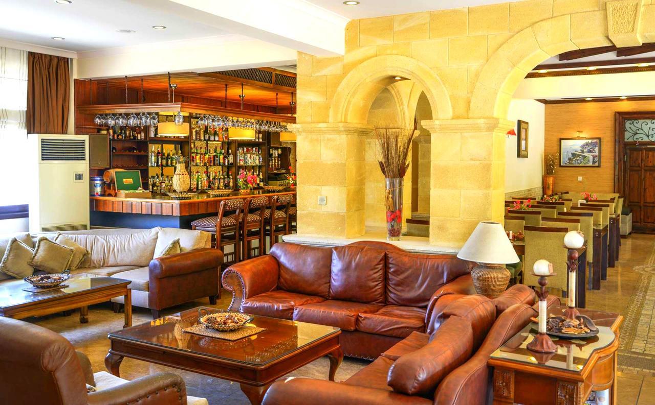 Otel Anadol By The Harbour (Kıbrıs Girne) - Booking intérieur Salon De Jardin Casino