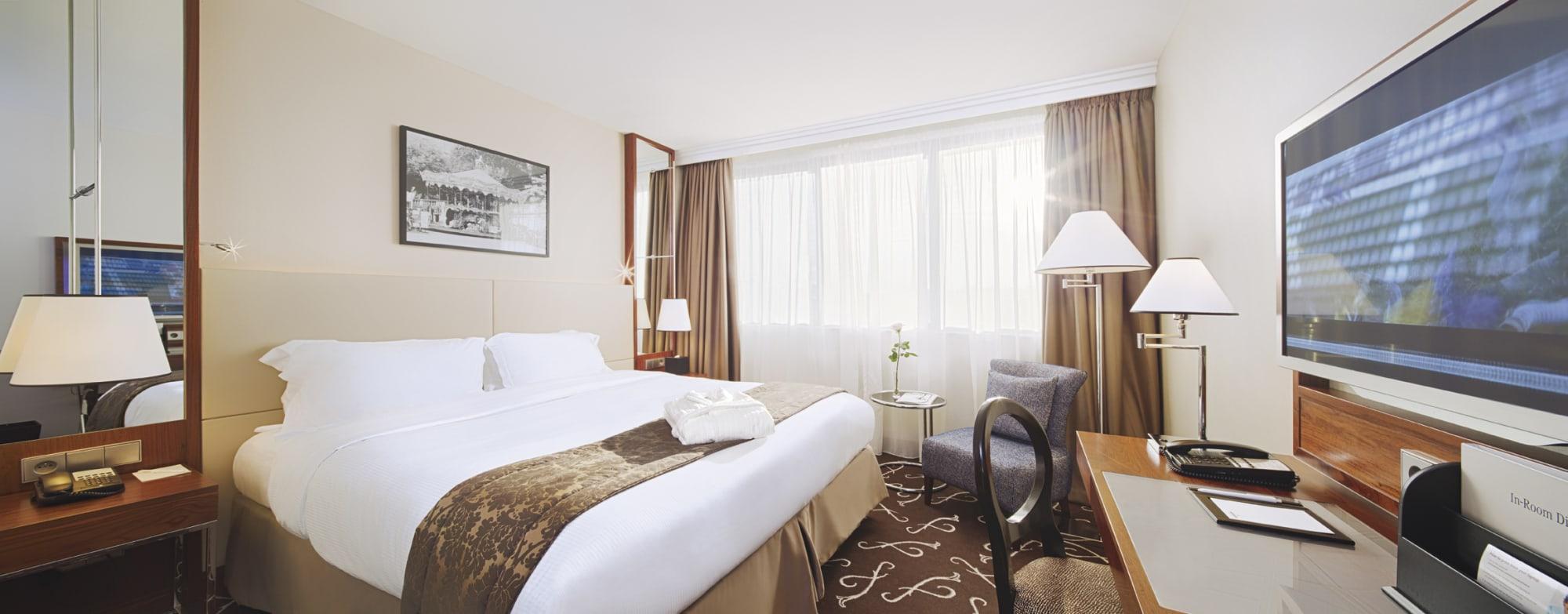 Otel Crowne Plaza Paris - Neuilly, Neuilly-Sur-Seine ... intérieur Le Jardin De Neuilly Hotel