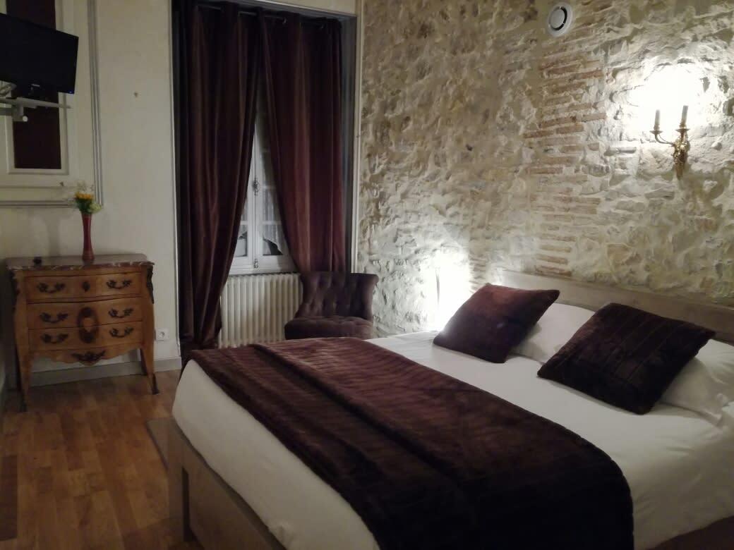 Otel Hotel De L'ecu, Saint-Amand-Montrond - Trivago.tr encequiconcerne Amphore De Jardin