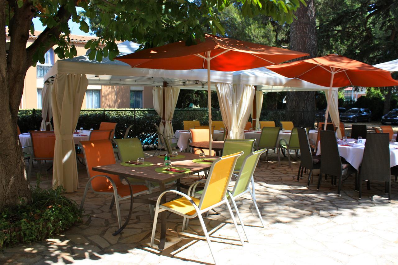 Otel Le Clos De L'aube Rouge - Montpelli (Fransa Castelnau ... pour Intermarché Table De Jardin