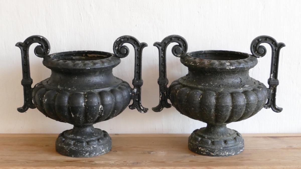 Paire De Grands Vase En Fonte De Jardin, Modèle Chambord ... intérieur Pot En Fonte Pour Jardin