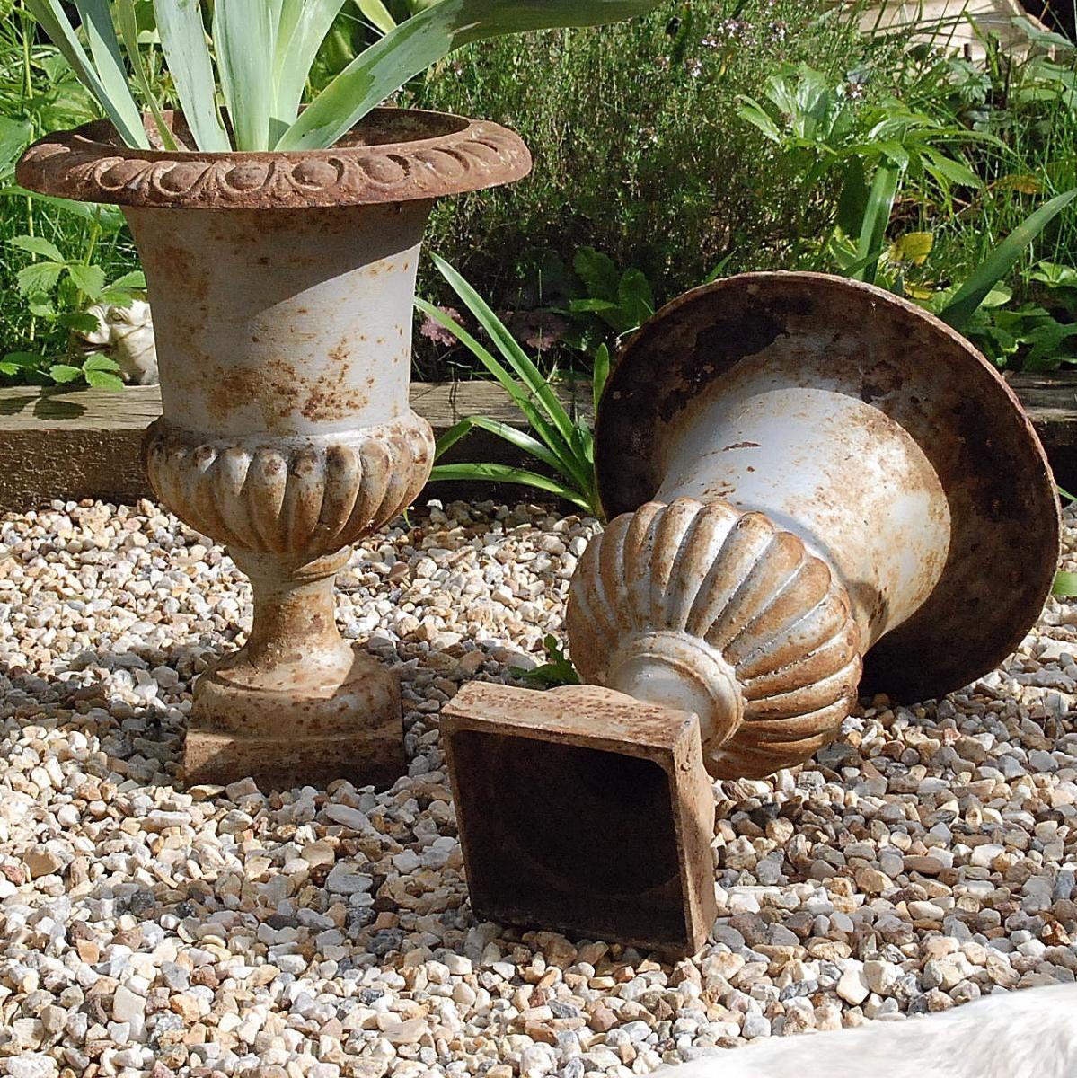 Paire De Vases En Fonte - Médicis - 44 Cm -, Le Marchand De ... concernant Salon De Jardin En Fonte Ancien