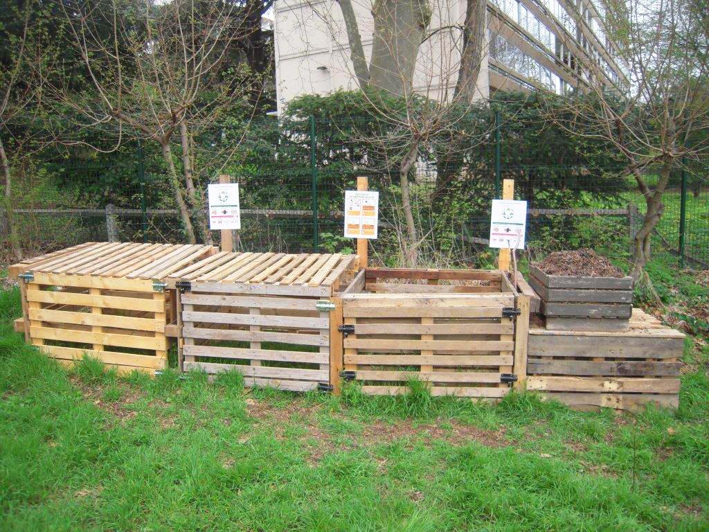 Panneaux Installés Sur Le Composteur Piemente - La Duchère encequiconcerne Composteur De Jardin