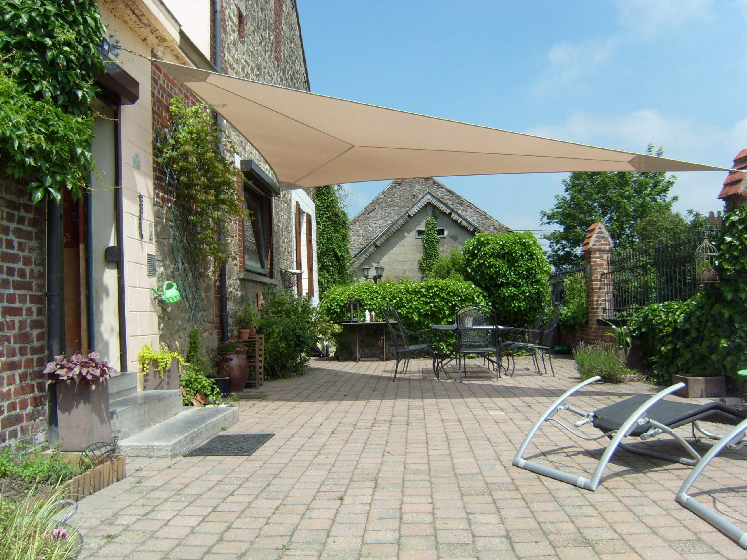 Parasol Ou Voile D'ombrage Pour Votre Jardin À Liège, Namur ... destiné Toile Jardin Triangle