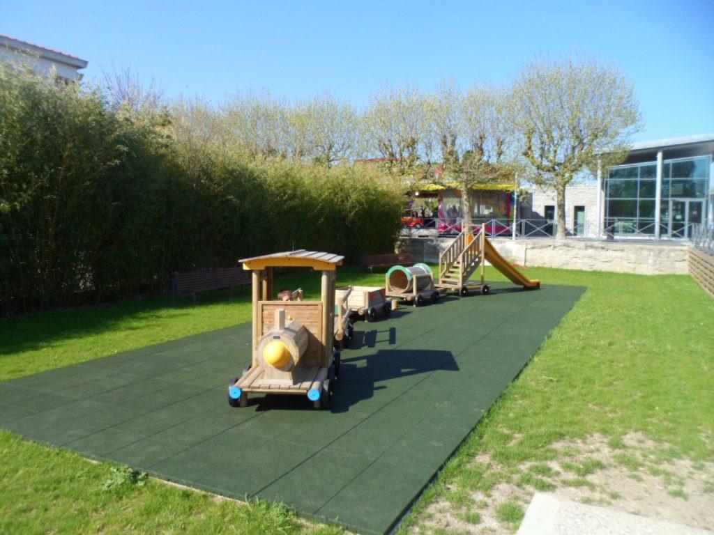 Parcs Et Jardins - Mairie Le Château D'oléron concernant Jeux De Jardin En Bois
