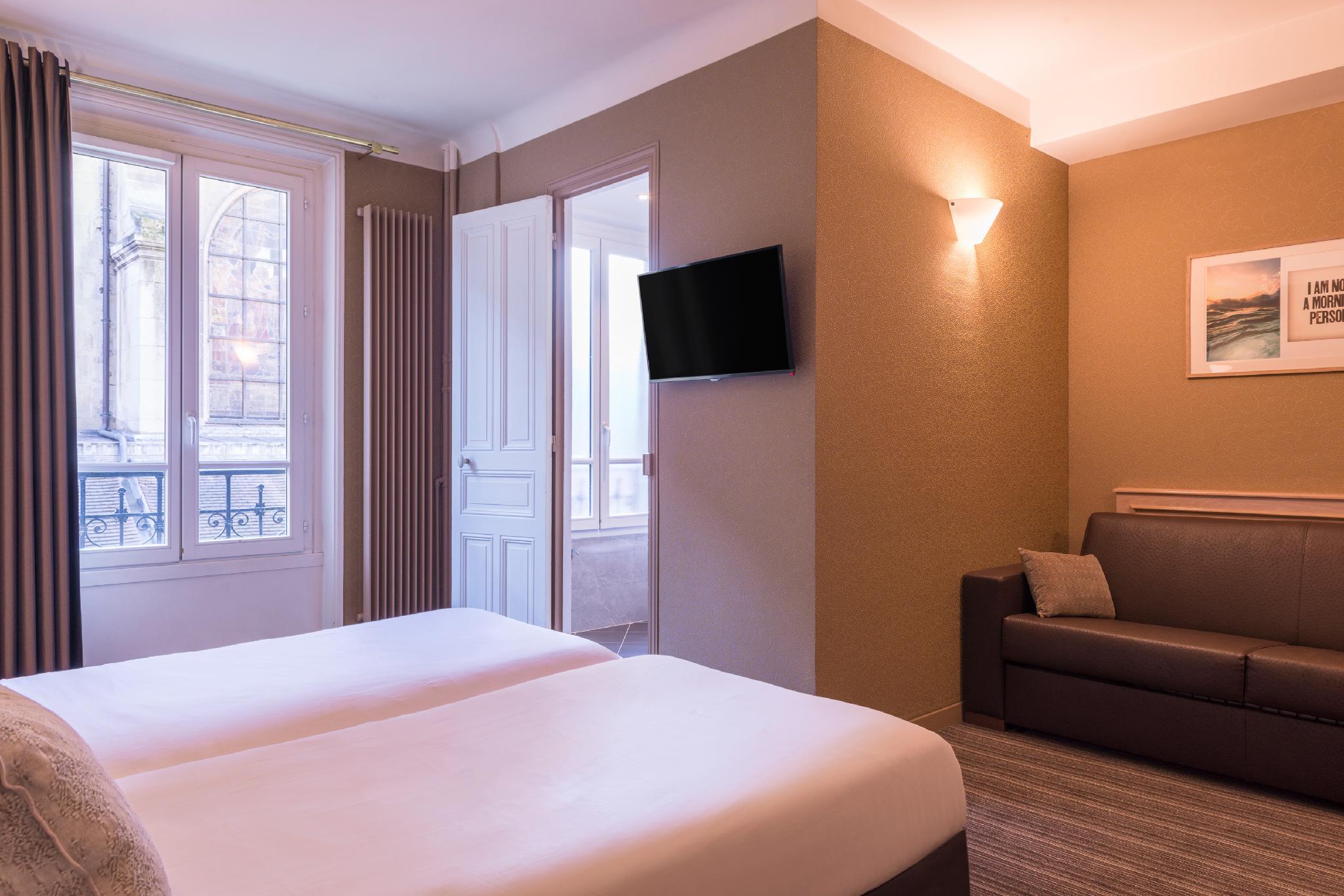 Paris France Hotel In France - Room Deals, Photos & Reviews tout Salon De Jardin Super U