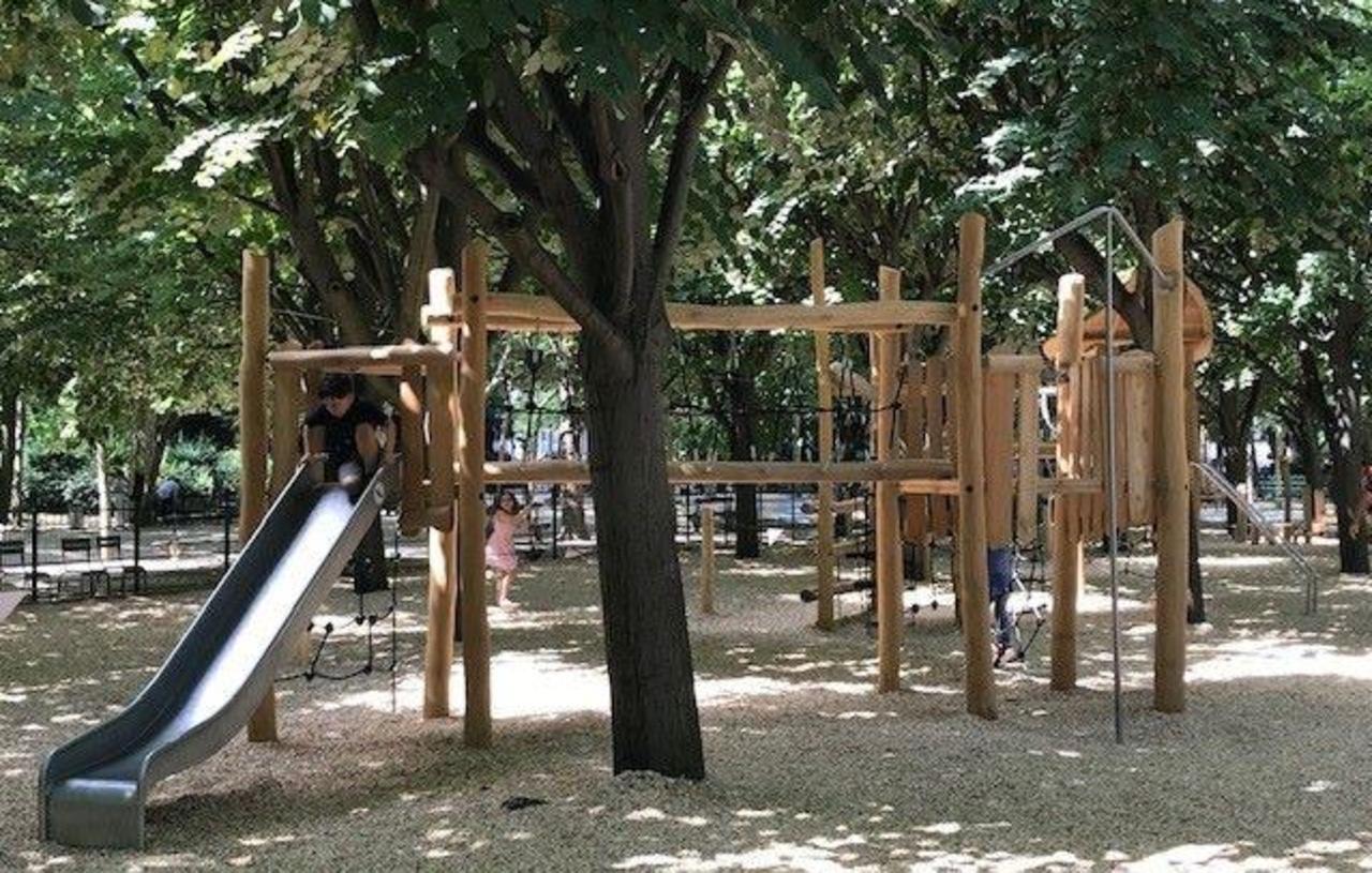 Paris : La Nouvelle Aire De Jeux Du Luco Ne Fait Pas L ... dedans Jeux De Jardin En Bois