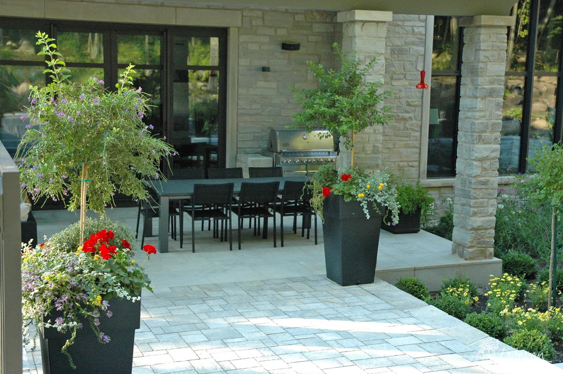 Patio Et Terrasse - Innovations Paysagées Ladouceur ... encequiconcerne Aménagement Jardin Avec Spa